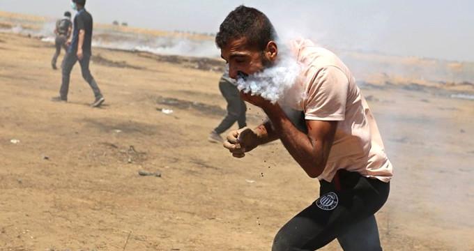 Ağzına gaz bombası isabet eden Filistinli, seyahat izni bekliyor