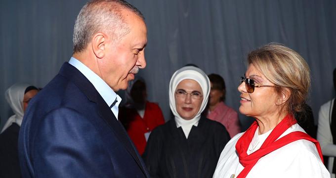 AK Parti mitingine katılan Çiller, seçim tahmininde bulunamadı