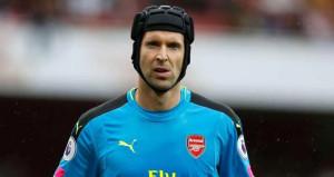 Arsenalın kalecisi Petr Cech, Napoli yolunda