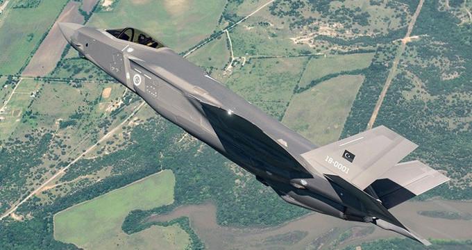 F-35'ler gövdesinde ay yıldızlı bayrakla ilk kez havalandı