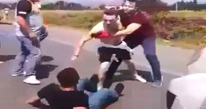Şehir magandaları baba ve oğulu dövüp bıçakladı! Ellerinden alamadılar
