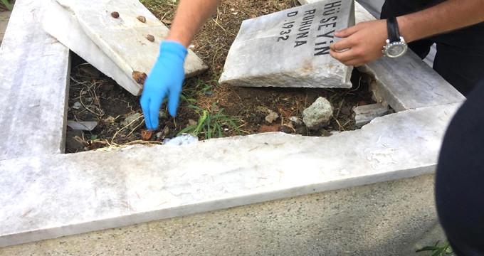 Uzun aramalar sonunda mezar taşını kaldıran polis, gözlerine inanamadı