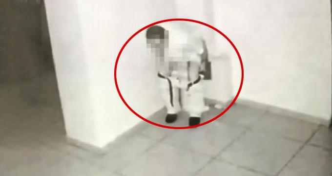 Utanmaz adam, tuvaletini iş merkezindeki çöp kutusuna yaptı