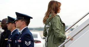 Melanie Trumpın ceketi büyük tepki çekti!