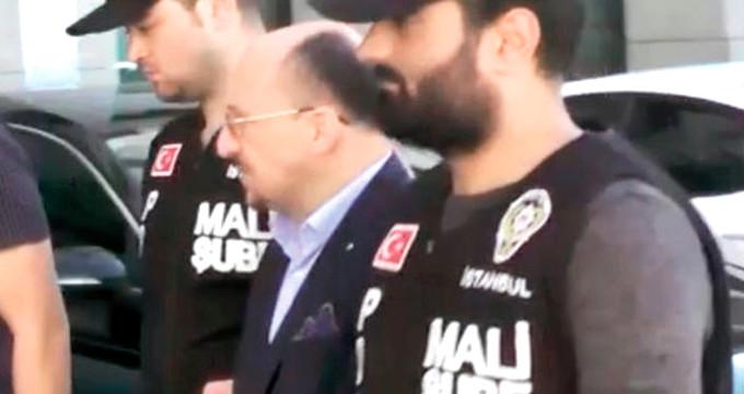 Türkiye'yi kandıran sahte profesör şimdi hapı yuttu!