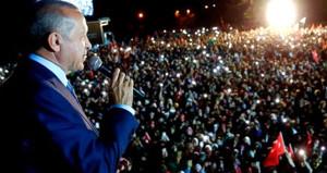 Erdoğan, seçim stresini kenara bıraktı, ayağı kırılan çocuğa koştu!