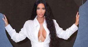 Kim Kardashian cesur kıyafetiyle yine yürek hoplattı!