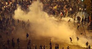 Dükkanları yağmaladılar! Dünya Kupası zaferi çığırından çıktı