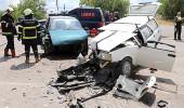 Feci kaza! Otomobiller kafa kafaya çarpıştı: 1 ölü, 7 yaralı