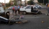 Feci kazada otomobil ikiye bölündü! 4 yaralı
