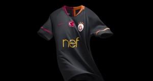 Galatasarayın dış saha forması satışa sunuldu
