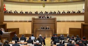 Anayasa Mahkemesi, iki siyasi partiyi dağılmış sayarak kapattı