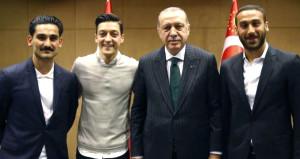 Ünlü hoca, linç edilen Türk futbolculara sahip çıktı