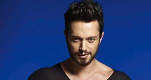 Ünlü şarkıcı Murat Boz fit vücuduyla göz doldurdu!