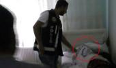 Yatağında uyurken polis uyandırıp kelepçeyi taktı