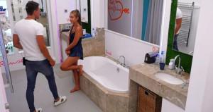Aşk Adasının ateşli çifti kameralara aldırmadı, banyoda ilişkiye girdi