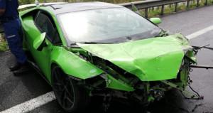 Milli futbolcu, son model arabayı perte çıkardı