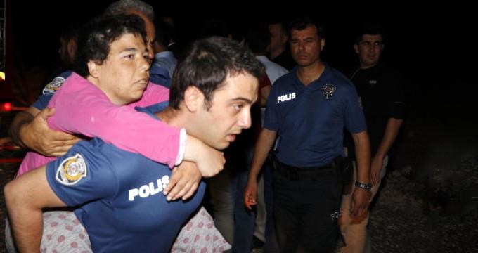 Kahraman polis, yangında mahsur kalan engellileri böyle kurtardı