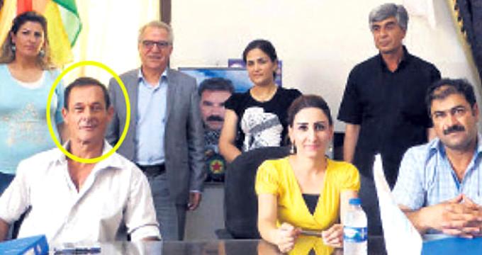 Fransa'dan skandal! Öcalan posteri önünde imza attılar