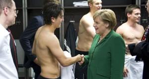Merkelden Mesut Özilin milli takım kararına ilk tepki