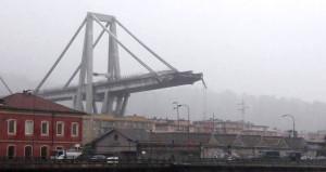 İtalya'daki köprünün çöküş anı anbean kaydedildi