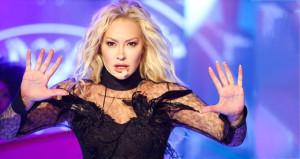Ünlü şarkıcının paylaşımı hayranlarını korkuttu! 15 dikiş atıldı