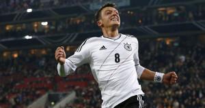 Bundesliga futbolcularından, Mesut Özile destek gelmeye devam ediyor