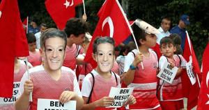 Mesut Özile Zonguldakta Maskeli destek