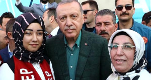 İşte AK Parti'nin en genç MKYK üyesi
