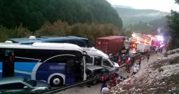 Zincirleme kazadan kurtulan sürücü: 40 tane patlama sesi duydum!