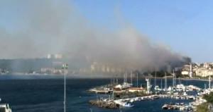 Çanakkale'de korkutan yangın! Rüzgar sonrası çatılar tutuştu
