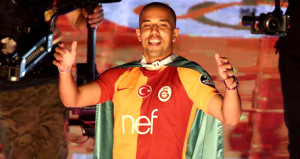 Galatasarayda Feghouli, Emre Akbabayı 2ye katladı
