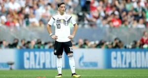 Bayern Münih Başkanından Mesut Özile küstah eleştiri!