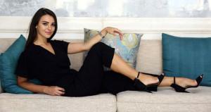 Güzel oyuncu Tuvana, transparan kıyafetiyle yürek hoplattı