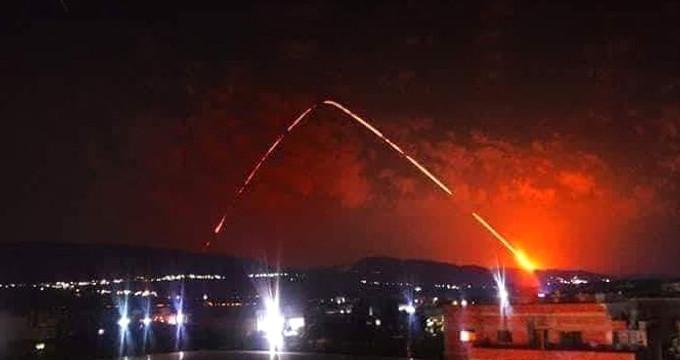 Esad rejimi kontrolündeki Lazkiye'de peş peşe patlamalar meydana geldi