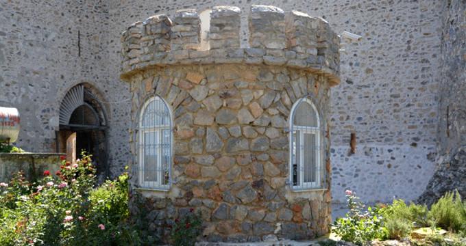 1500 yıllık kaleye, PVC pencere restorasyonu