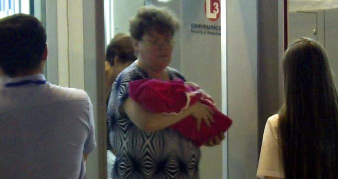 Acımasız anne, yeni doğan kız bebeğini internette pazarlarken yakalandı