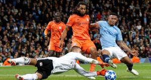 Manchester City, taraftarı önünde yıkıldı