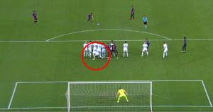 Messi, barajın altına yatmaya çalışan oyuncuya hayatının dersini verdi