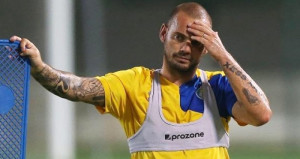 Galatasarayın eski yıldızı Sneijder trafik kazası geçirdi