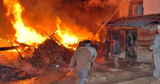 Samsun'daki yangın söndürülemiyor! Alevler evlere sıçradı