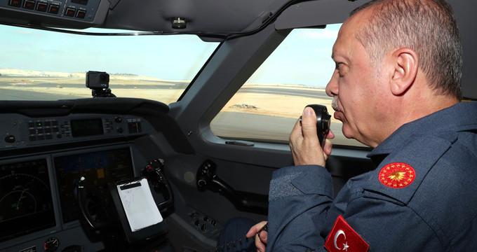 Başkan Erdoğan 3 adet F-16 ile Üçüncü Havalimanı'na indi