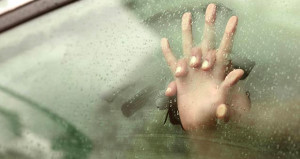 'Bakıcı aranıyor' ilanıyla görüştüğü kadına arabada tecavüz etti!