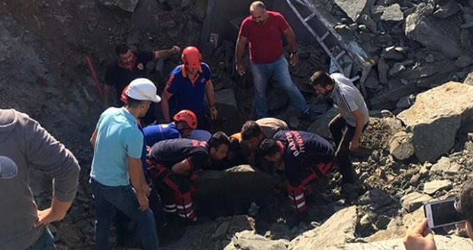 Toprak altında kalan kamyon şoförünün cansız bedenine ulaşıldı