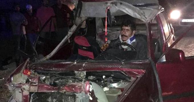 Araçta sıkışan sürücünün baktığı yerde acı var!