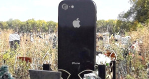 Genç kızı iPhone sevgisinden ölüm bile ayıramadı