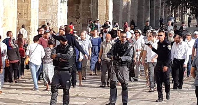 Gözü dönmüş fanatik Yahudiler Mescid-i Aksa'yı bastı!