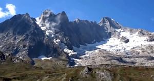 Kameralar kayıttayken dağ parçalandı!