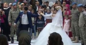 Afrin kahramanlarından, silah arkadaşlarının düğününe büyük sürpriz