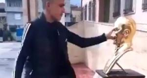 Atatürk büstüne saldıran gençler için karar verildi!